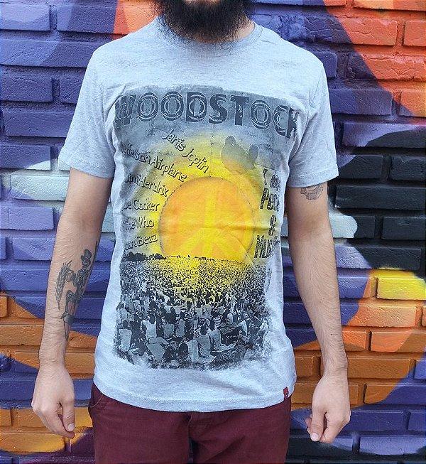 Camiseta Woodstock - Days of Peace and Music