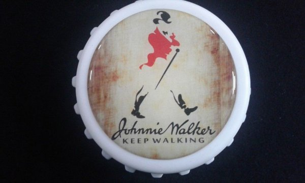 Abridor de Garrafas / Imã Johnnie Walker - Keep walking