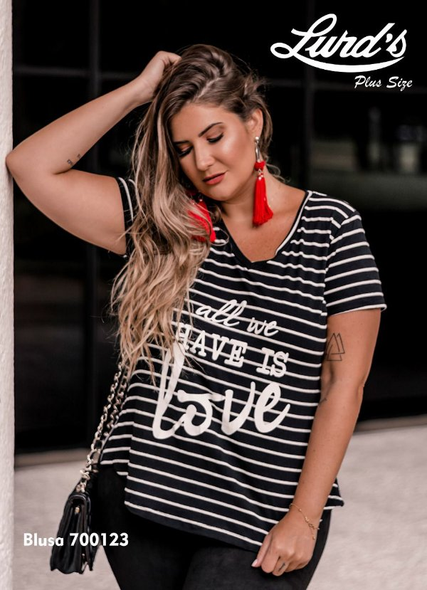 """BLUSA PLUS SIZE """"ALL WE HAVE IS LOVE"""" LISTRAS PRETO REF 700123"""