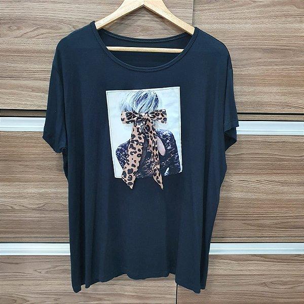 T-shirt Menina Sentada