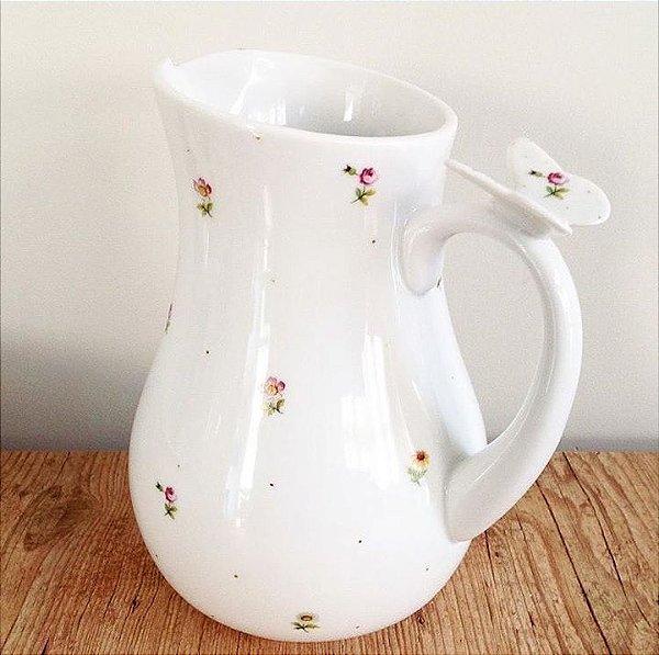 Jarra em porcelana com borboleta na alça estampa jardim