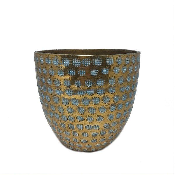 Vaso em metal dourado com detalhes azuis