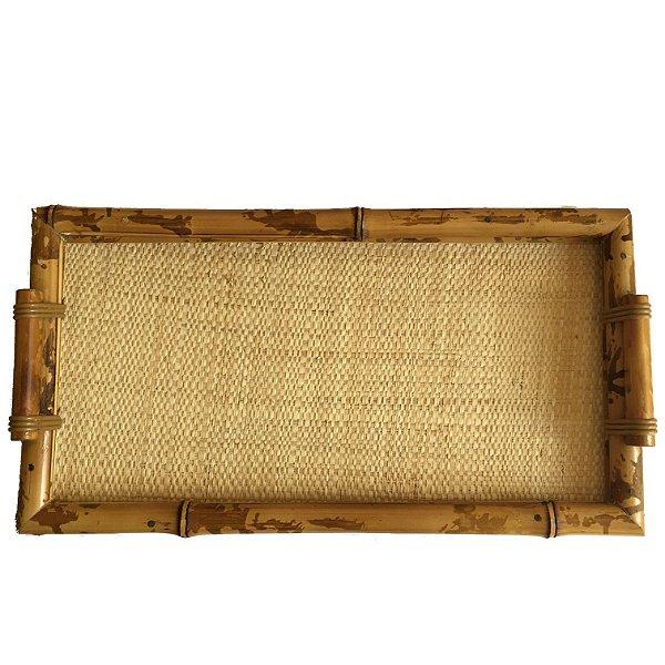 Bandeja em bambu com palha
