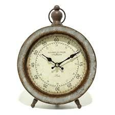 Relógio em metal envelhecido