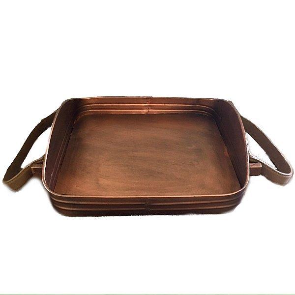 Bandeja em metal com pintura cobre e alças de couro