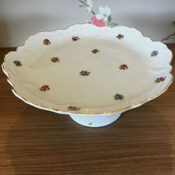 Prato suspenso em porcelana borda recortada floral