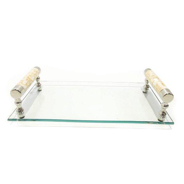 Bandeja em vidro com alça em metal e madrepérola
