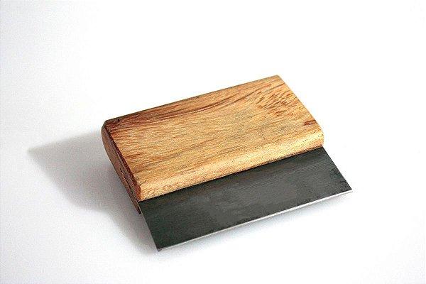 Raspilha ou raspador em aço para madeira maciça