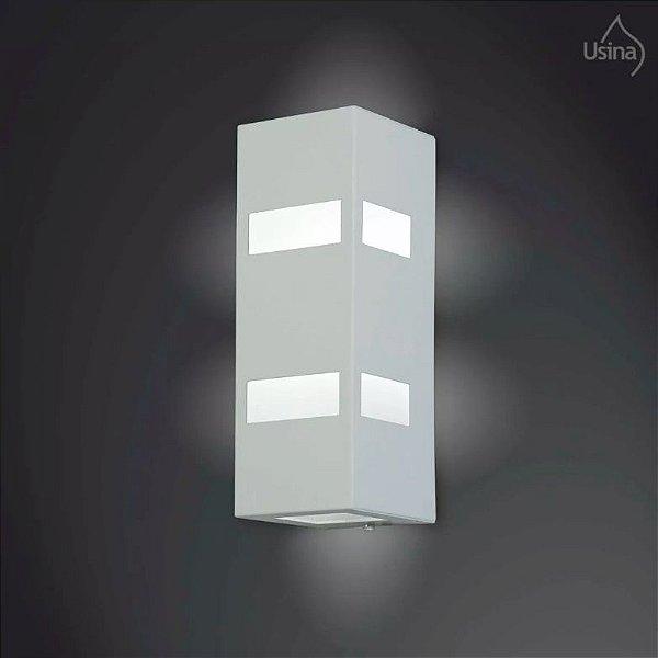 Arandela Retangular Externa Alumínio Fosco Luz Frontal 40x10 2012 Usina Design E-27 5175/40 Muros e Garagens