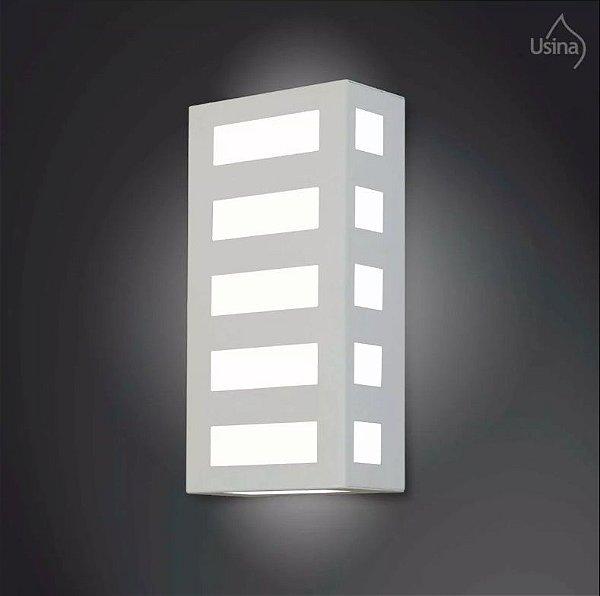 Arandela Externa Listrada Alumínio Fosco Luz Frontal 30x15 2012 Usina Design E-27 5145/30 Muros e Garagens