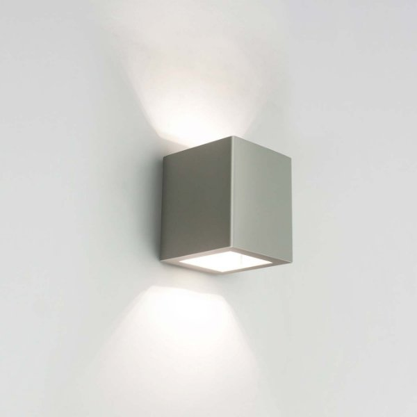Arandela LED Cubo Sobrepor Quadrado Metal Vidro 8,5x10,3cm Newline 2x PCI LED 6W 9586LED1FF Salas e Entradas