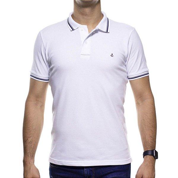 Camisa Polo King e Joe Branca Com Detalhe Preto Na Gola