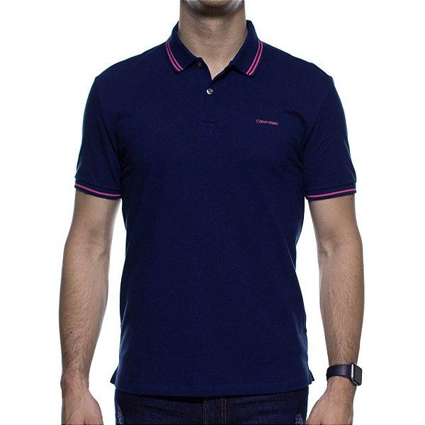 Camisa Polo Calvin Klein Marinho Com Detalhe Rosa Na Gola