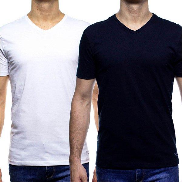 Kit Duas Camisetas Malha Calvin Klein Branca e Preta Gola V Algodão com Elastano
