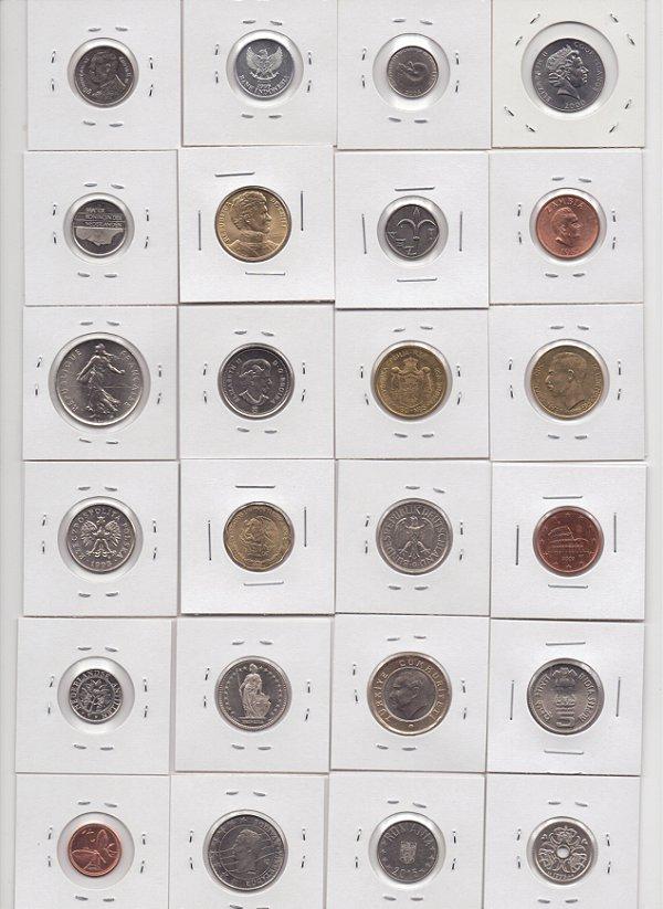 Lote com 24 moedas de países diferentes