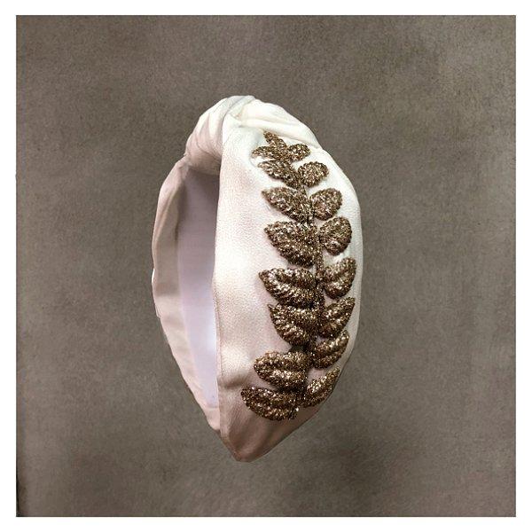 Turbante de Cetim Branco Pinli com PLanta Dourada Lateral