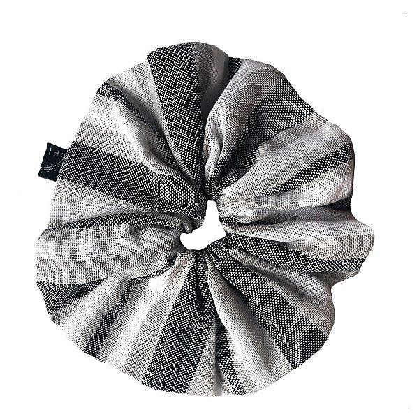 Scrunchie - Elástico de Linho Listrado Cinza