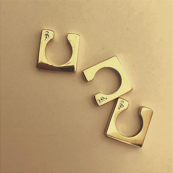 Piercing Square Dourado