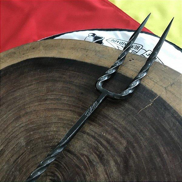 Garfo Rustico em aço carbono 1020 para churrasco, Cabo em madeira jatobá - DAVILA