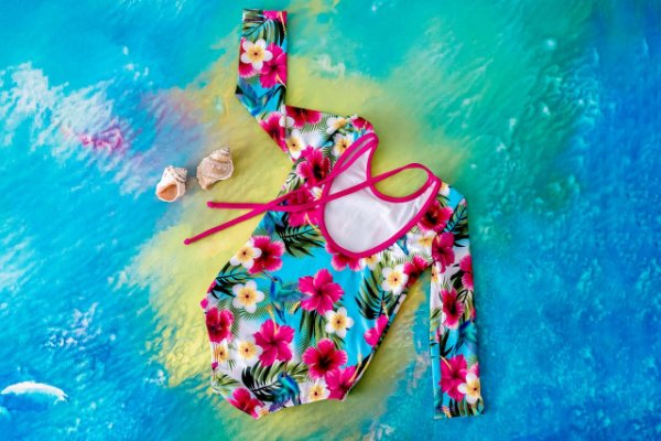 Moda Praia - Maiô Floral Manga Longa