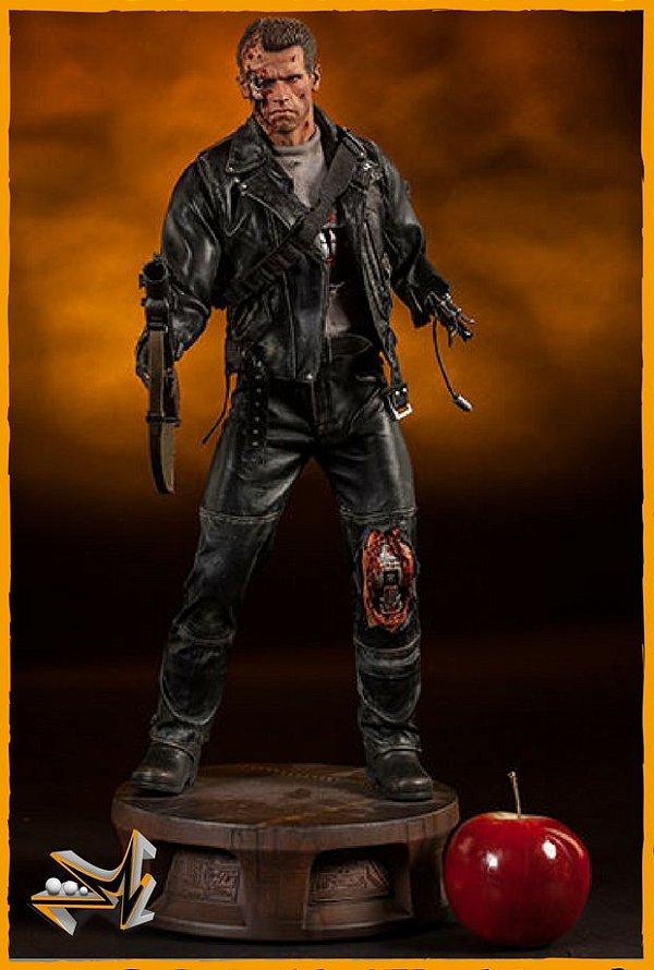 Terminator T:800 Battle Damaged Premium Format - Sideshow