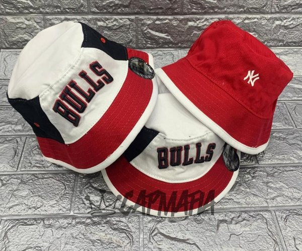 Bucket Hat New Era Dupla Face Chicago Bulls x Yankees Bred Black Red