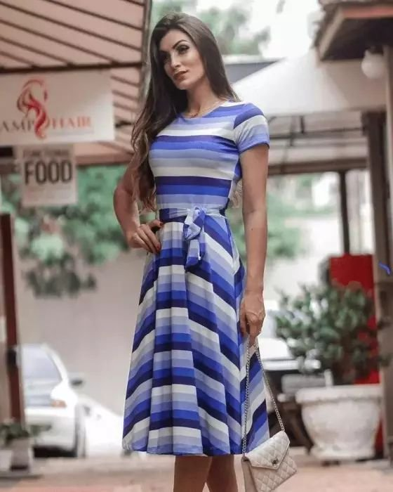 Vestido Midi Listrado Tons de Azul Moda Evangélica