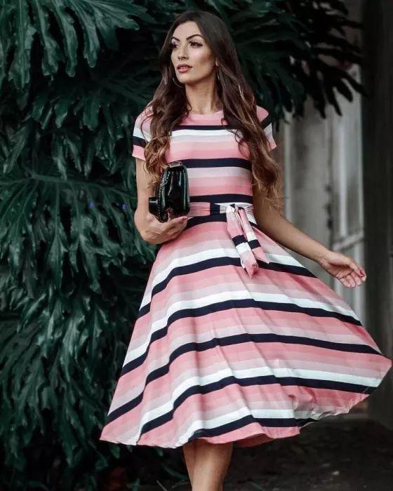a827e0e3749e4 Vestido Midi Listrado Tons Rosa - Moda Evangélica - Flor de Amêndoa