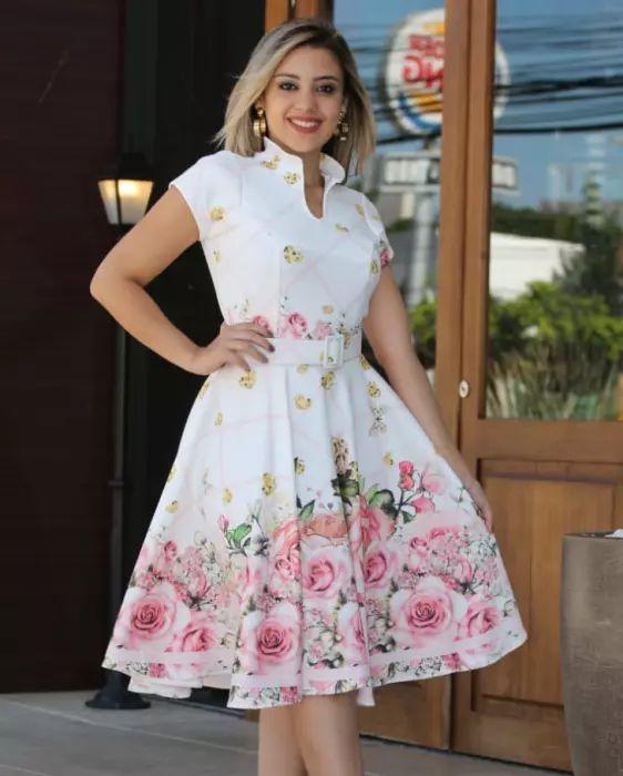 Vestido Godê Florido Barrado de Rosas