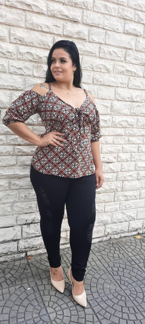 Blusa com amarração plus size