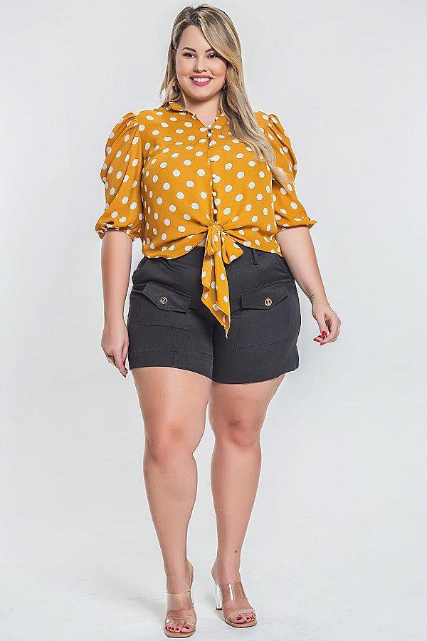 Blusa em poá com botões plus size