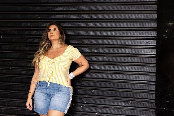Short jeans com pérolas plus size