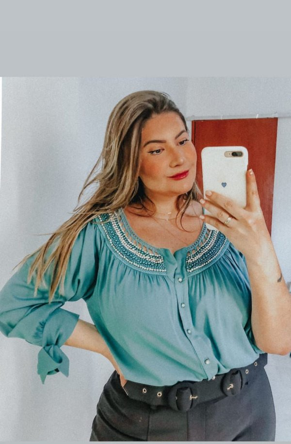 Camisa com bordado plus size