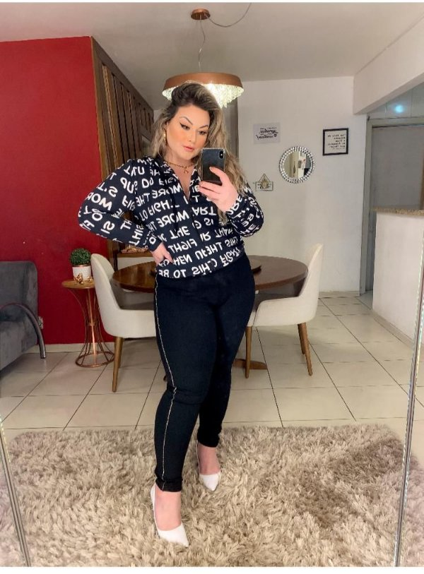 Calça com Strass lateral plus size