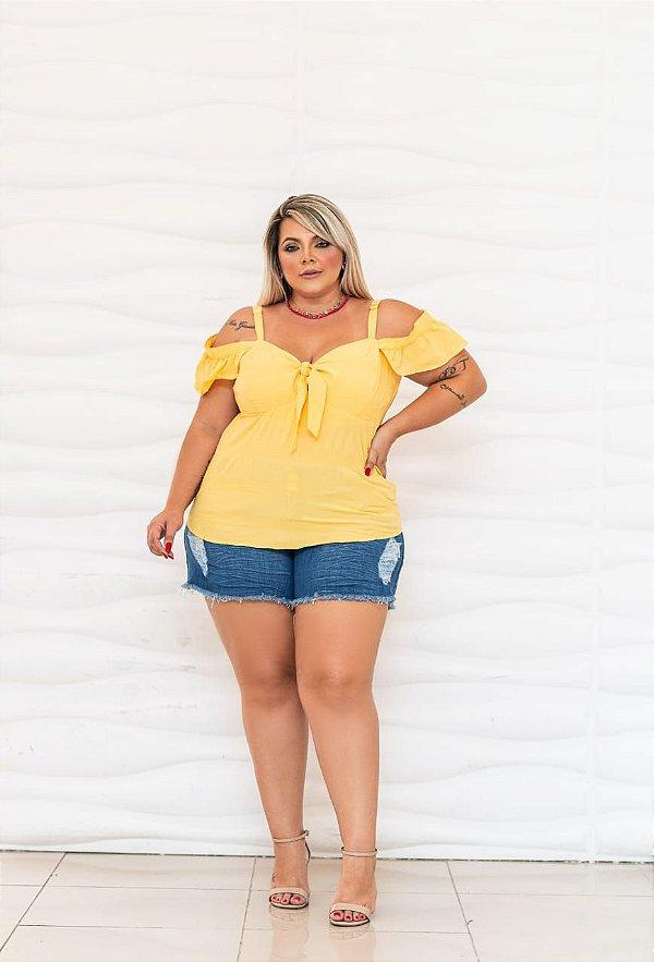 Blusa com amarração no decote plus size