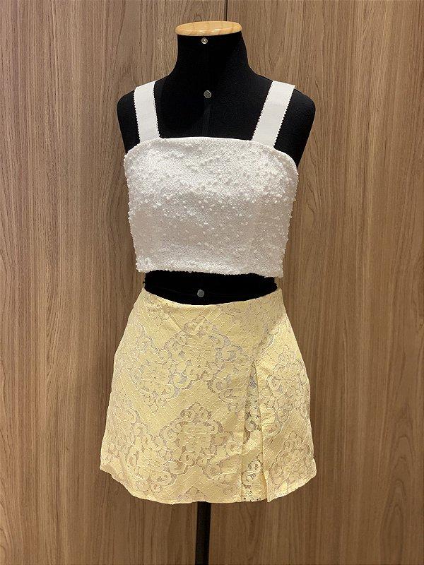 Shorts saia amarelo