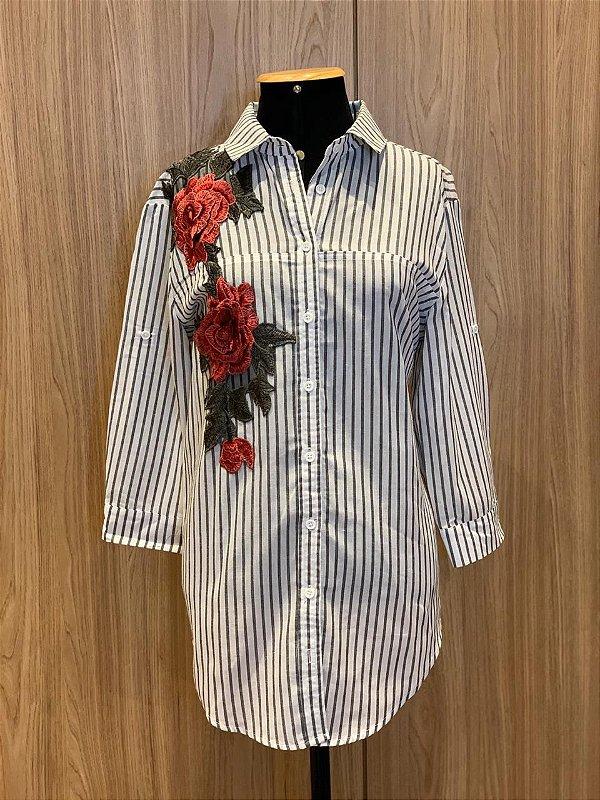 Camisa flor bordada