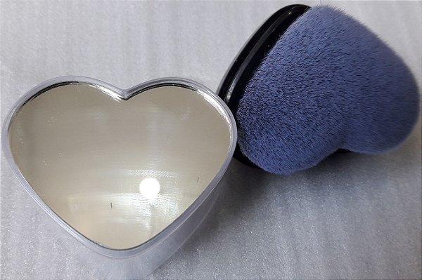 Escova para retirada de pó, formato coração e com espelho