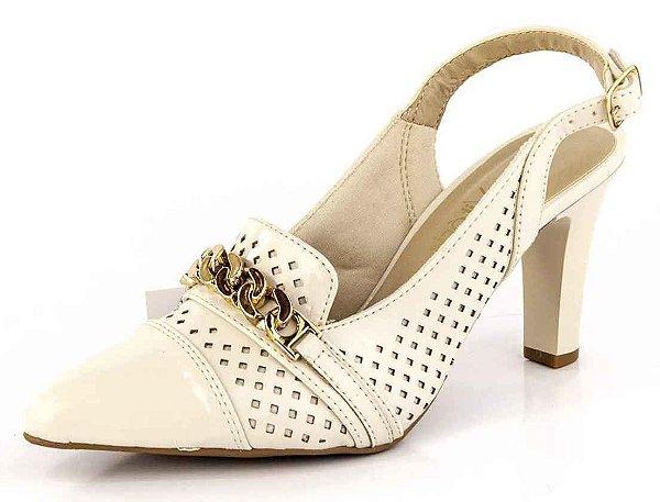 Scarpin Chanel Salto Fino Corrente Dourada Verniz Porcelana
