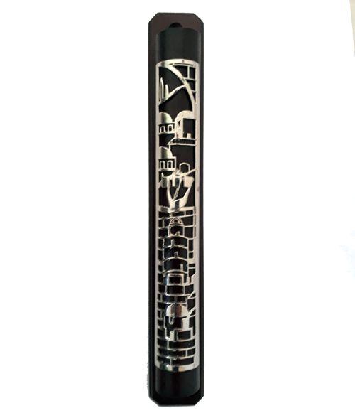 Mezuzá de madeira com Shin e decoração prateados