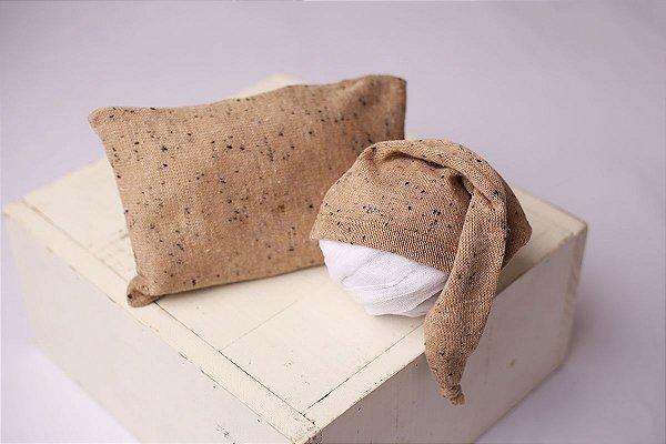 Conjunto Touquinha + Travesseiro Flocado - Mocha