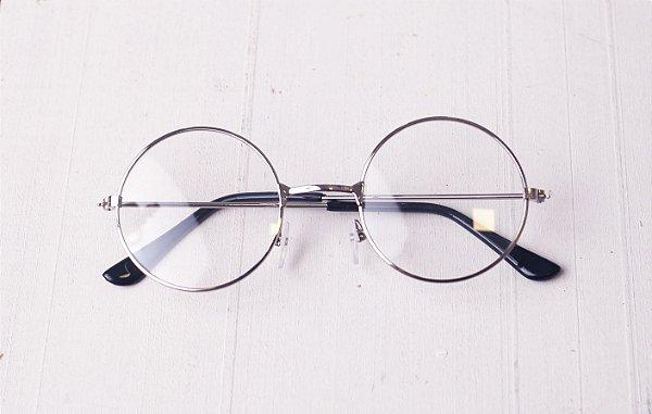 c2ced1a8b11a1 O Óculos de grau Redondo Prata é um diferencial para seu portfólio ...