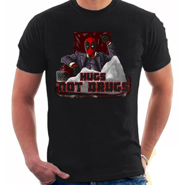 Camiseta Unissex - Hugs Not Drugs - DeadPool