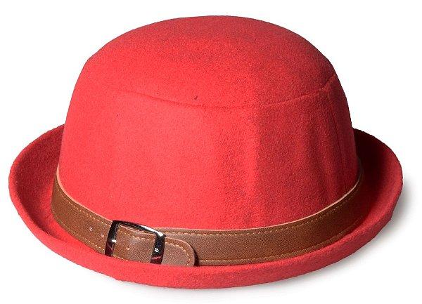 Chapéu Coco Vermelho Cinto Marrom