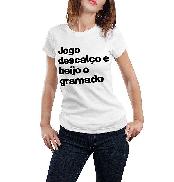 JOGO DESCALÇO E BEIJO O GRAMADO