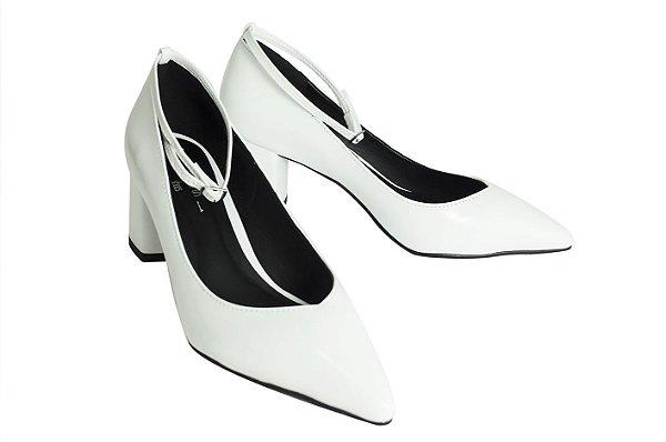 b6f77d3438 Scarpin Branco V Neck Tornozeleira - SÓ MAIS UM SHOES - Sapatos e ...