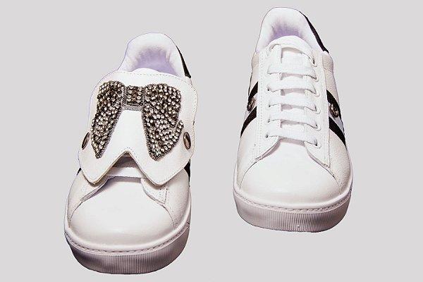 4089e89721 Tênis Branco Laço Pedraria Couro Wendi - SÓ MAIS UM SHOES - Sapatos ...