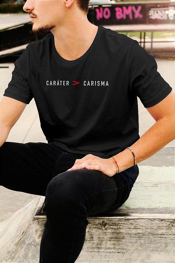 Camiseta T-Shirt Caráter Maior que Carisma