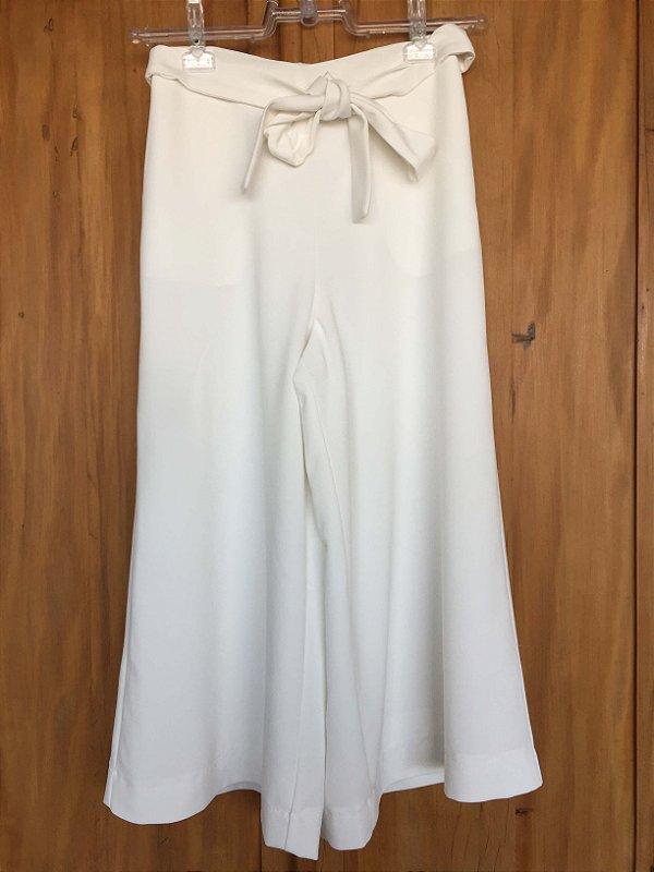 Calça pantacourt off white (36) - Carol Bassi