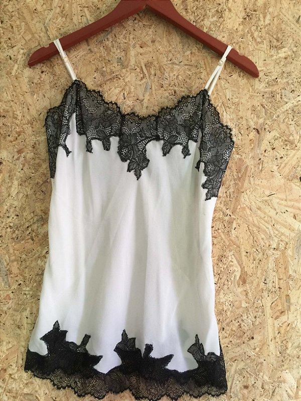 Camiseta seda branca detalhe renda preta (36) - Pynablu